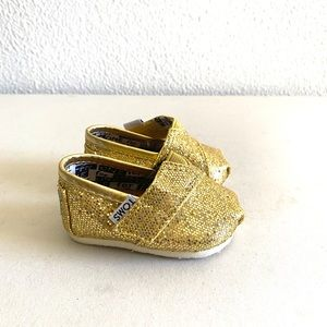 Toms baby gold sequin glittery slip on shoe T2
